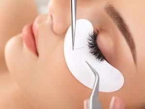 eyelash-extension-application-300x225